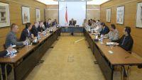 الأحمر يطلع فريق العمل الأمني لمجموعة أصدقاء اليمن على الوضع الميداني والعسكري