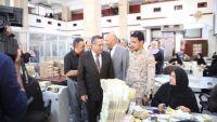 بن دغر يطالب وزارة المالية والبنك المركزي بتوضيح الحقائق المالية وكشف إيرادات النفط