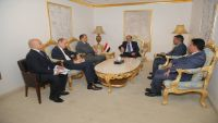 الفريق محسن: المرجعيات الثلاث هي السلام الدائم الذي يرتضيه اليمنيين