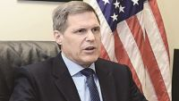 السفير الأمريكي لدى اليمن يحدد ثلاث أسس لحل الأزمة اليمنية سلميا