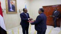 سفير اليمن يبحث مع الصومال أوضاع اللاجئين اليمنيين في مقديشو