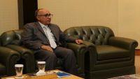 الحكومة اليمنية تبحث إقالة محافظ البنك المركزي
