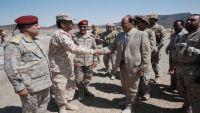 الفريق محسن يتفقد معسكرات التدريب والاستقبال بمأرب