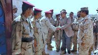 الفريق محسن يطلع على آلية عمل دائرة العمليات الحربية في مأرب