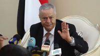 محافظ عدن المفلحي يقدم استقالته ويتهم بن دغر بقيادة معسكر كبير للفساد
