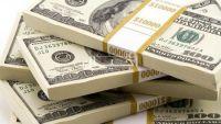 الدولار يهبط وسط مخاوف من إغلاق اعمال الحكومة الأمريكية