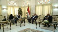 السفير البريطاني لدى اليمن يقلق من اتساع رقعة العنف في صنعاء