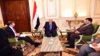 الرئيس هادي يشيد بالموقف البريطاني المساند للشرعية في اليمن