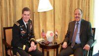 خلال لقائه جنرال أمريكي .. الأحمر يتطلع إلى دعم عسكري أمريكي ضد مليشيات إيران