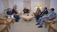 علي محسن الأحمر يلتقي قيادة الناصري ويشيد بموقفهم في مواجهة الانقلاب