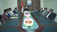 الفريق محسن يوجه بالاهتمام بجرحى الجيش الوطني