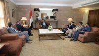 الفريق محسن يطلع على مستجدات عمران وجهود مساندة الجيش