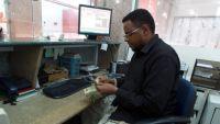 محلات صرافة في حضرموت تعلن إيقاف عملية الصرف وسط مخاوف من انهيار كلي للريال