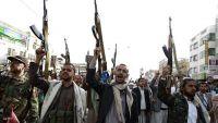 تعز.. مليشيا الحوثي تجبر وجهاء ومشائخ موزع على التجنيد الإجباري للشباب