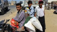 نازحون يمنيون يشكون شطب أسمائهم من كشوف المساعدات الغذائية