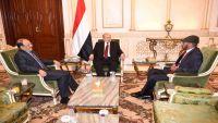 الرئيس هادي يلتقي شقيق علي عبدالله صالح والأخير يعلن وقوفه مع الشرعية