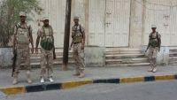 قوات الحزام الأمني تداهم محلات الصرافة في كريتر وتعتقل عددا من الموظفين