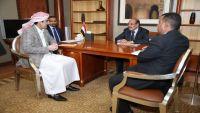 الفريق محسن يبحث مع محافظي صنعاء وذمار جهود استعادة الدولة