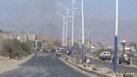 الضالع.. مجندو الكروت الحمراء يقطعون الطريق العام احتجاجا على تأخر ترقيمهم (صور)