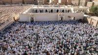 """الآلاف في حضرموت يشيعون جثمان الداعية """"عيدروس بن سميط"""""""