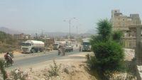 الضالع .. مسلحون بسناح يحتجزون شاحنات تحمل مشتقات نفطية لليوم الثالث على التوالي