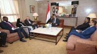 بريطانيا تجدد دعمها للشرعية وللحل السياسي باليمن