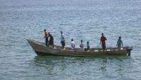 البحرية الباكستانية تقدم المساعدة والعون لصيادين يمنيين