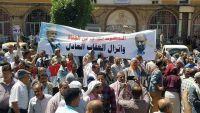 مسيرات جماهيرية في تعز تندد بجرائم الاغتيالات والانفلات الأمني