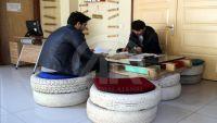طلاب أتراك يصنعون من المخلفات أثاثا لمكتبتهم