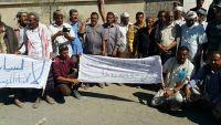 وقفة احتجاجية للعشرات من المتقاعدين العسكريين بالضالع