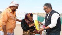 ماليزيا تقدم مساعدات للنازحين اليمنيين جنوب اليمن
