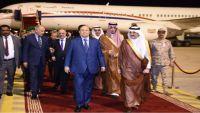 الرئيس هادي يصل مدينة الظهران السعودية للمشاركة في القمة العربية