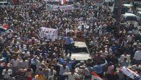 استنكار واسع لهجوم محافظ تعز على المتظاهرين اليوم في المدينة (رصد)