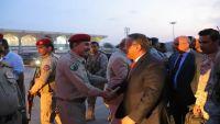 """صحيفة: تفاهمات غير معلنة بين الشرعية و""""الانتقالي"""" نجحت في عودة الحكومة إلى عدن"""