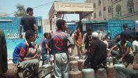 عمران ..الحوثيون يبيعون الغاز المنزلي عبر مشرفيهم بالحارات ويمنعونه عن المحطات