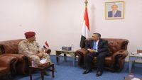 بن دغر يلتقي قائد محور تعز ويؤكد حرص الحكومة على استكمال تحرير المحافظة
