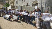 وقفة احتجاجية بتعز للتنديد بمقتل موظف الصليب الأحمر حنا لحود