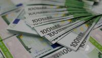 اليورو يهبط بعد إبقاء المركزي الأوروبي أسعار الفائدة مستقرة
