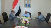 الفريق محسن: بيع الحوثيين لكميات النفط الخام جريمة إضافية تثقل كاهل المواطن