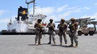 الإمارات تحتجز 11 حاوية في ميناء عدن تحمل أموالا تخص البنك المركزي
