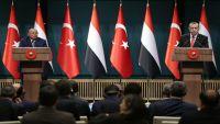 كاتب تركي يكشف أبعاد دعم تركيا للشرعية اليمنية وتأثرها بالأزمة الخليجية
