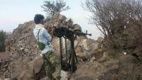 العشرات من مليشيا الحوثي يسلمون أنفسهم للجيش الوطني غربي تعز