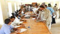 الحكومة توجه بصرف رواتب الجيش والأمن ابتداء من غد الخميس