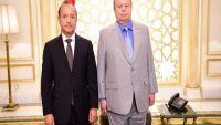 محافظ تعز يغادر إلى الرياض بعد استدعائه من قبل الرئيس هادي