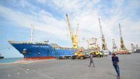 المونيتور: أمريكا منحت الإمارات الضوء الأصفر للهجوم على ميناء الحديدة