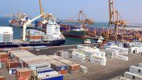رجل أعمال يمني يتهم الحوثيين بنهب بضائعه من ميناء الحديدة