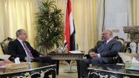 وزير الخارجية يقر بارتكاب انتهاكات بحق لاجئين أفارقة في عدن ويصفها بالفردية