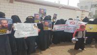 قوات موالية للإمارات تفرج عن 19 معتقلاً في عدن ووقفة احتجاجية أمام منزل وزير الداخلية