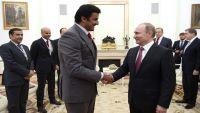 أمير قطر يتسلم من بوتين راية رمزية لتنظيم كأس العالم 2022