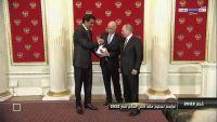 رسميا: أمير قطر يتسلم من الفيفا شارة مونديال 2022 (صورة)